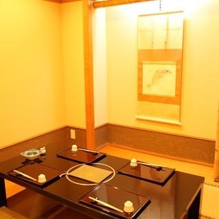 4名様用、6名様用の完全個室と小部屋があります。
