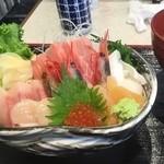 48671001 - 海鮮丼1500円