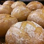 パン アトリエ クレッセント  - 料理写真:おなばけ全粒粉60%入りの「おなばけ石臼挽き全粒粉ブール」