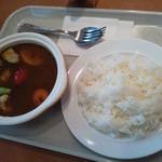 48671949 - スープカレー お野菜などゴロゴロです