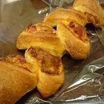 秀のパン工房 窯 - ベーコン入りのエピ。