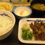 松屋 - 牛焼肉定食590円+半熟玉子60円