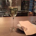 BISTRO THE FARM - 本日のスパークリングワイン650円