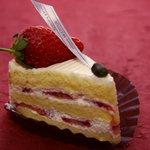 洋菓子マウンテン - これは普通のイチゴショートケーキですね。