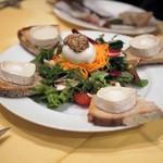 Aux delices de dodine - シェーブルチーズのサラダ