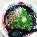 極屋 - 黒ラーメン(醤油風味 秘伝焦がし玉葱使用) 850円
