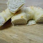 ルコラ - ベーグル ナチュラルチーズの断面。 H27.8.8
