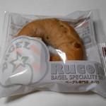 ルコラ - ベーグル くるみ 180円 そのままで食べるとそれほど美味しくないのにパンに入れると美味しく感じるのは何故でしょう…。 H27.6.20