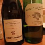 48684773 - シャンパンと葡萄ジュース