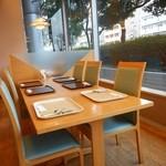 福岡リーセントホテル - レストランテーブル席 2016.2