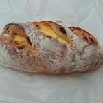 48695475 - カンパーニュ・クランベリーチーズ