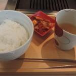 48697421 - 熟成和牛焼肉&松花堂弁当 上の段にあるライス、スープ、キムチ