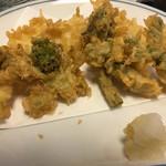 よしのや食堂 - 春野菜の天ぷらです。