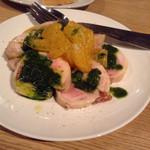 48700204 - 鶏モモ肉と菜の花のガランティーヌ ハッサクのサラダ添え。蒸し鶏で、菜の花を巻いたもの。