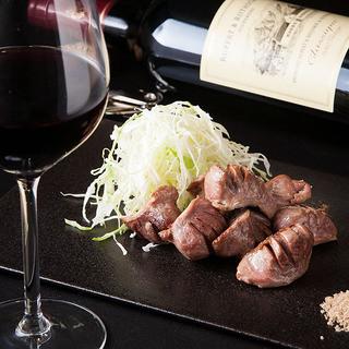 料理との相性を見極めた、各国のワインを取り揃え