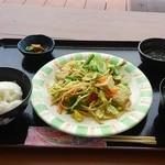 ヤマバレ牧場 ポーザーおばさんの食卓 - 野菜チャンプルー定食 900円