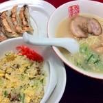 中華厨房 寿がきや - すがきやセット (チャーハンは半チャーハン) 890円