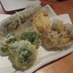 酒肴蕎麦 日和り - 追加の天ぷら、ブロッコリー、シメジ、茄子各90円