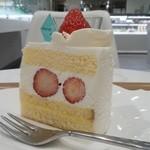 48715714 - 苺のショートケーキ