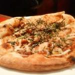 48718275 - 照り焼きチキンのピザ。味付けはしっかり目。