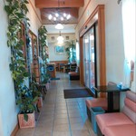 アンデケン - 入って右側がカフェ、左側がショップ。