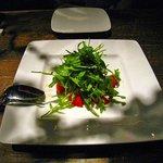 BANQUE - フルーツトマトとルーコラセルバチコのサラダ