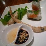 Vietnamese-Japanese Dining Bar ぽんぽこ - 揚げ春巻きと生春巻き♪皮がもちもちです☆