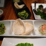 Vietnamese-Japanese Dining Bar ぽんぽこ - ゴーヤともやしの和え物、えびせん、海老と青パパイヤのサラダ♪