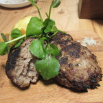グリルSumitoko - 手ごねハンバーグ、挽肉から全て店内で手作りのこの店自慢の逸品です。