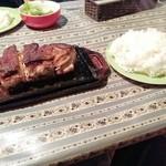 ア.ストラーザ - 鉄板ポークソテー520グラム1500円とご飯大盛100円