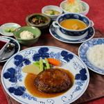 民家レストラン伊萬里亭 - 昭和45年の創業当時から愛されるハンバーグ定食1300円