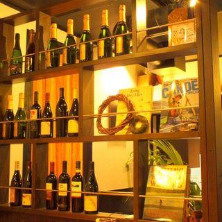 毎日替わる「本日のグラスワイン」は7〜8種類を用意