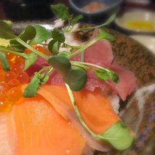 北の味紀行と地酒 北海道 目黒西口店 - 海鮮丼