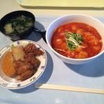 天空のジパング - エビチリ丼と小鉢。 エビチリ丼が税込500円で小鉢が税込150円。 旨し。