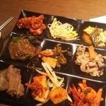48729884 - 韓国料理が色々、一度に全品は乗せられません!(笑)