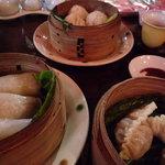 中国茶館 - あつあつの点心がやって来ました!