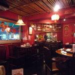 中国茶館 - 最初はこんな感じの店内でしたが・・・。