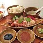シンガポール海南鶏飯 - シンガポールチキンライス ハーフ&ハーフ980円