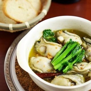 旬のお野菜と魚介のアヒージョ