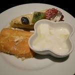 サンリオキャラクターズ忍宴乱舞 - 杏仁豆腐と生パウンドケーキ、フルーツタルト