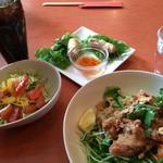 48737826 - 「地鶏の香り揚げごはん」のセット。                       メインに春巻き、サラダ、ドリンク付きです。                       彩りも綺麗!
