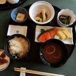 48740531 - 和朝食、白ご飯と茶がゆが選べてお代わり自由です。