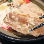そうま - 鍋焼きごはんと胡麻みそ豆乳仕立ての美肌呉汁(うどんver.)の豚角煮