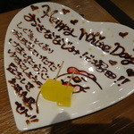 宮崎県日向市 塚田農場 - ギッシリと描かれた、       ▼ デザートプレート サービス