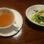48745384 - セットのスープとサラダ