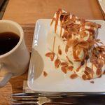 48745778 - キャラメルシフォンケーキと紅茶