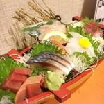 海鮮居酒屋 若大将 - 料理写真:朝とれ鮮魚の盛り合わせ