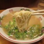 丸和前ラーメン - 当然ですが、固めの細麺です。