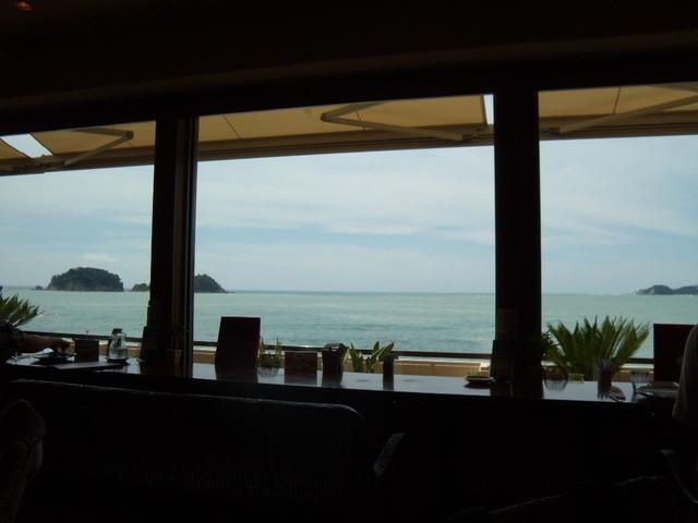 カフェ・ド・マンマ - 店内から見えた南紀の海の風景 2011.8