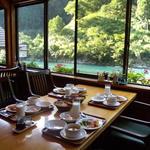 あしたの森 - 朝食時の風景 2011.8
